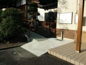 本堂へのスロープ入口